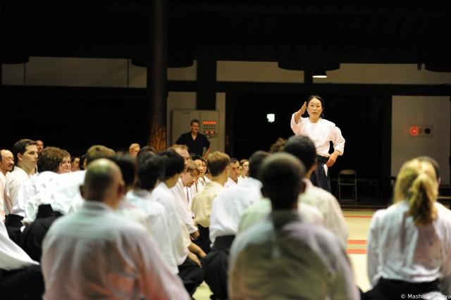 Организовала семинар и пригласила Кристиана Йоко Окамото.